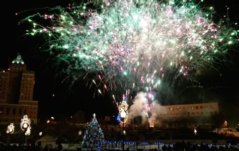 Tree lighting brings holiday cheer to Lock 3