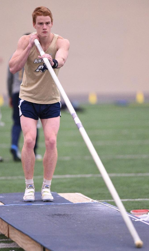 UA vaulter set new record