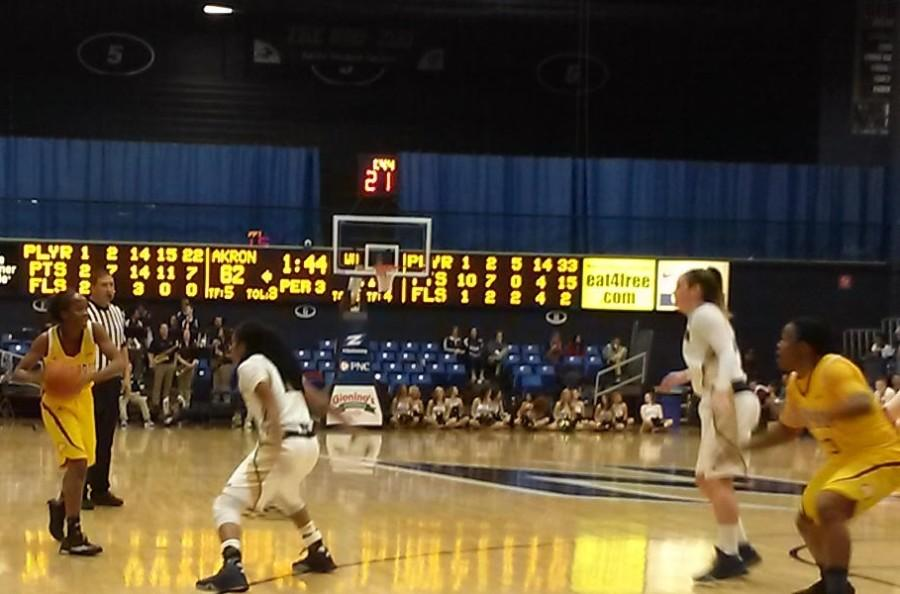 Solid third period propels women's hoops to win