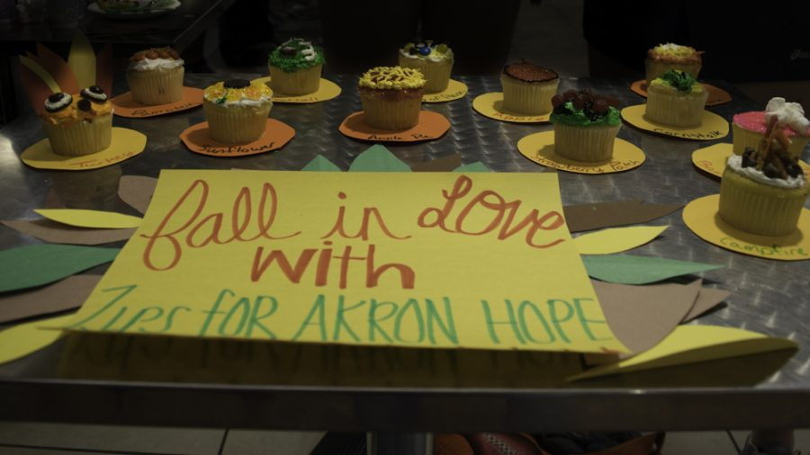 Zips+for+Akron+Hope%27s+first-place+winning+cupcakes.
