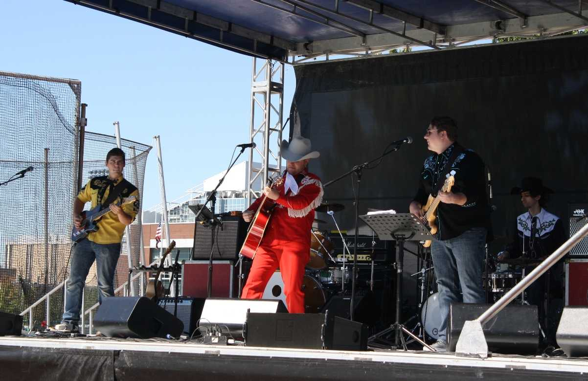 Shooter Sharp and the Shootouts perform during the Touchdown Music Festival