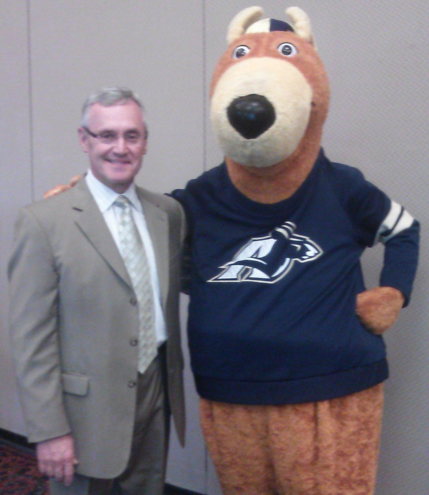 Jim Tressel and Zippy pose for a picture at Tressel's farewell reception.