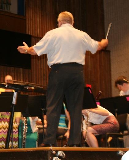 Robert Jorgensen conducting the Summer Symphonic Band.