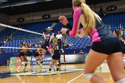 Zips playing defense in their match against UT.