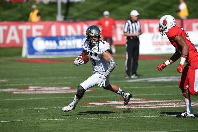Zips football driving the ball up the field against BSU.