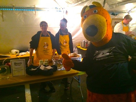 Zippy poses with Dining Services and their  secret chili recipe made by Matthew Regula
