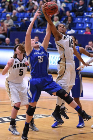Anita Brown driving the ball into the paint and scoring an easy layup.