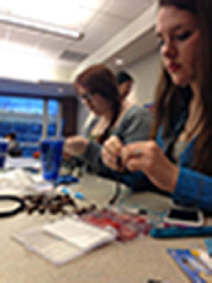 UA students make jewelry as a way to relax