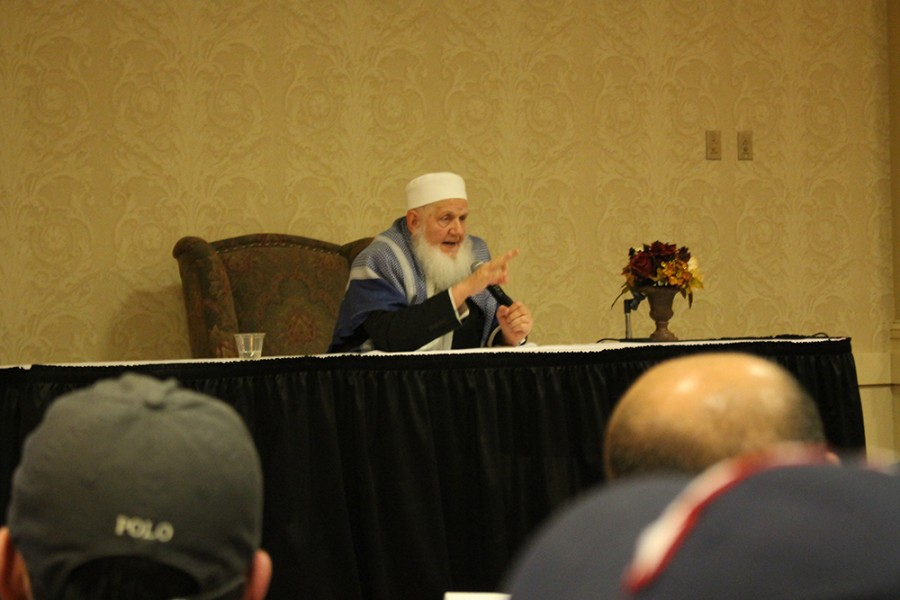 Yusuf+Estes+spoke+to+an+audience+of+over+800+people+at+Quaker+Square.