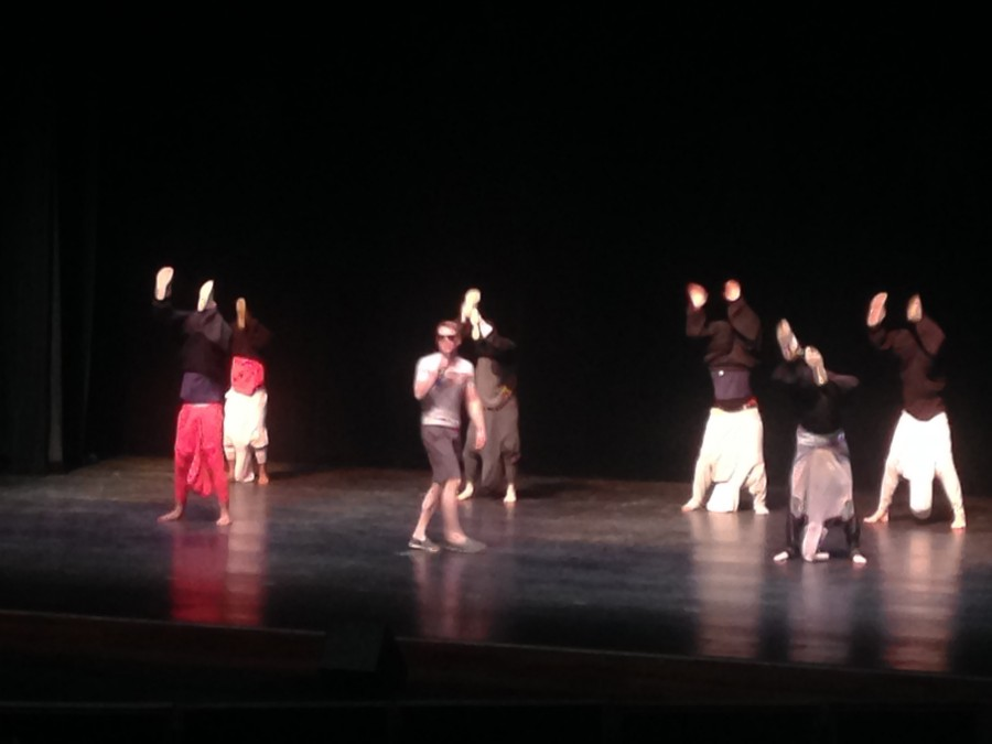 Tau Kappa Epsilon gives a fun performance to summer songs of the 90s.