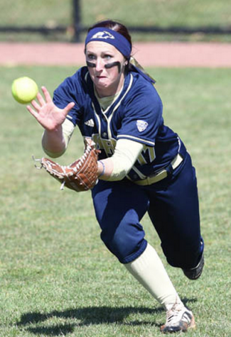 Sara Pearson in position to catch the ball.