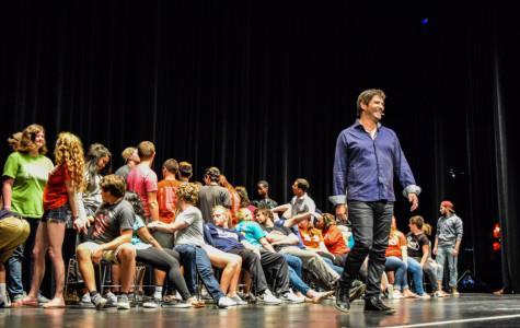 Hypnotist puts crowd to sleep