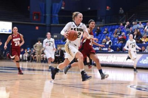 Women's basketball overwhelms Rochester, 103-37
