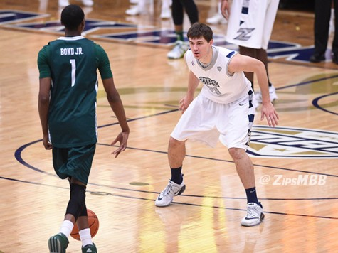 Men's hoops takes down Eastern Michigan, 92-88