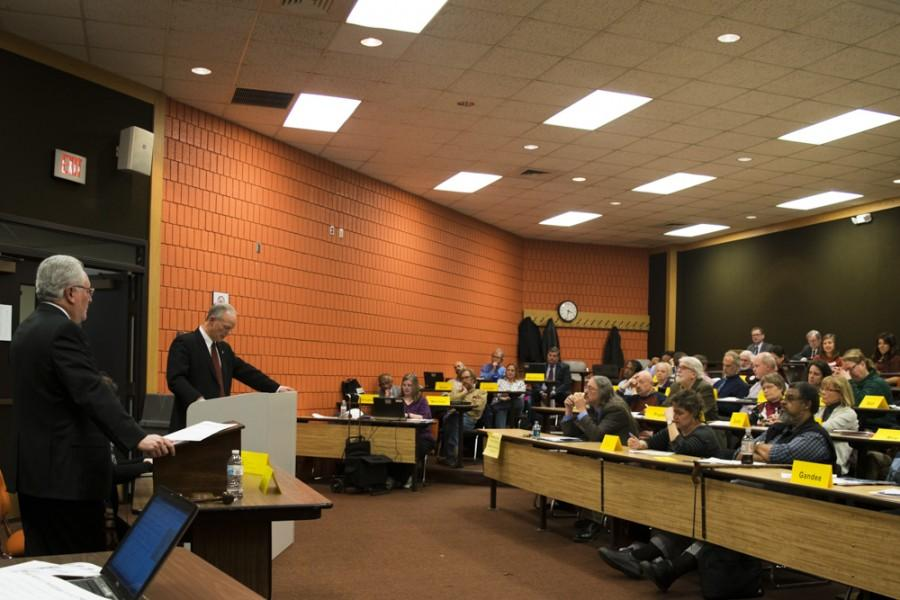 President Scott Scarborough addresses the Faculty Senate