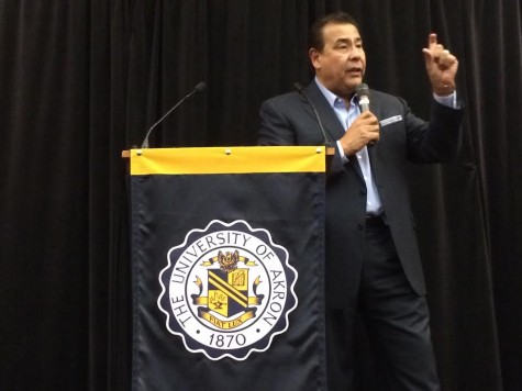 John Quiñones speaks to attendees about his childhood struggle.