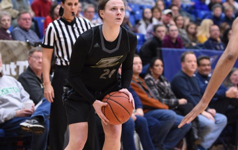 Broncos use strong fourth quarter to beat Zips, 69-65