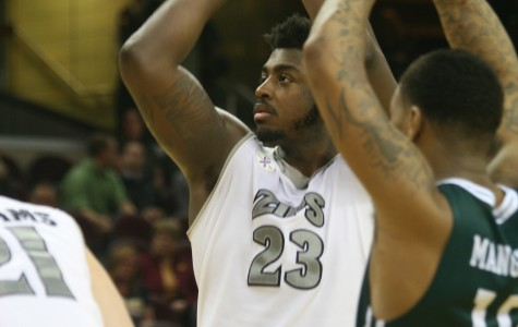 Men's basketball survives against Eastern Michigan, 65-63