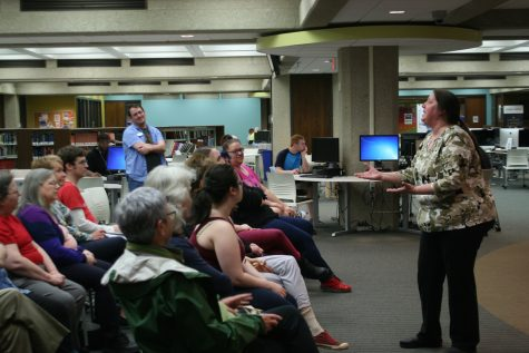 Rubber City Shakespeare Company actress Michele McNeal recites a soliloquy to the crowd in Bierce Library.