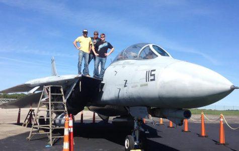 Engineering seniors help restore aircraft at museum