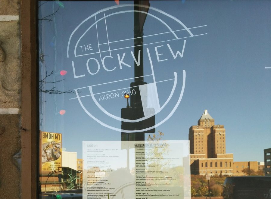 The+Lockview+entrance+featuring+the+Akron+skyline.