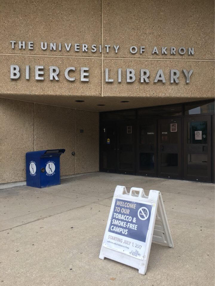 Tobacco-free sign at Bierce Library