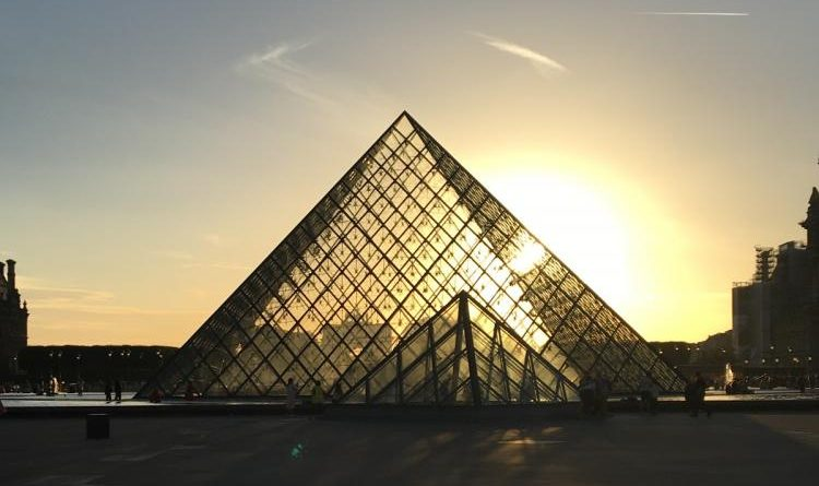 The+Louvre+Museum+in+Paris%2C+France.
