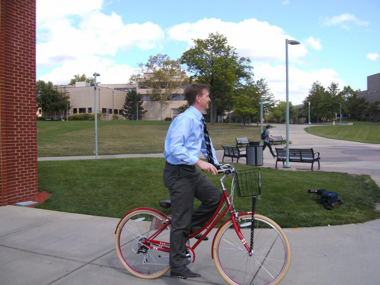 President+Wilson+rides+a+bike.
