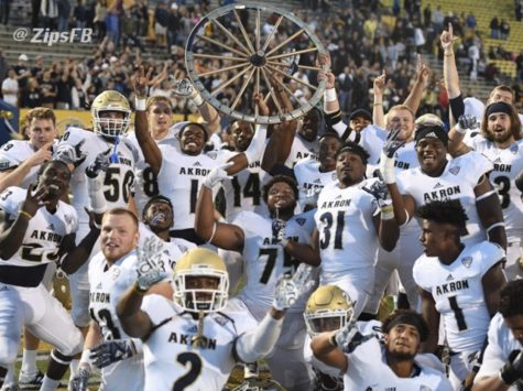 The Zips football team after winning the rivalry game in 2016. (Photo courtesy of Zips Football)