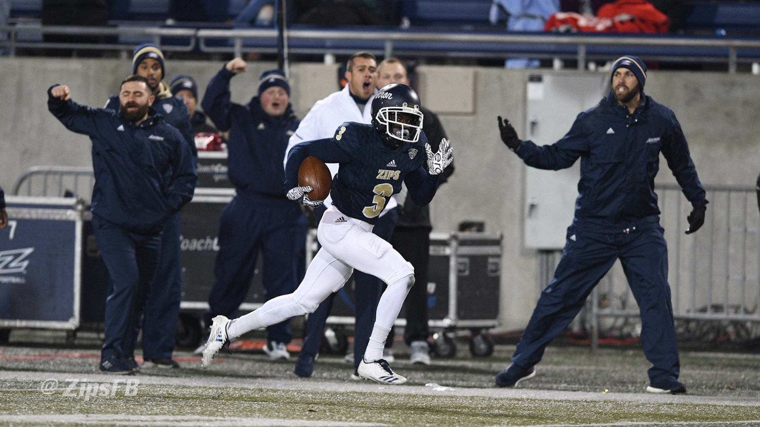 Kwadarrius Smith on the way to the endzone for a 71-yard receiving touchdown. (Photo courtesy of Zips Football)