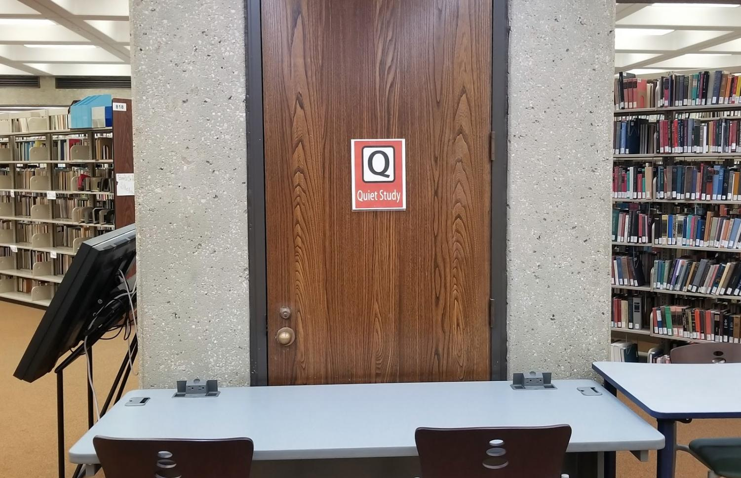 A sign on the third floor of Bierce showing the area is reserved for students to study in a quiet environment.