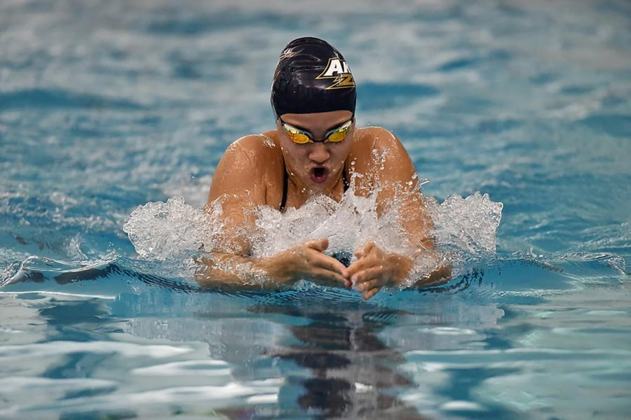 Women's Swimming & Diving Secures Steady Win