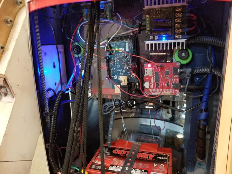 The+complex+mechanics+inside+the+remote+control+R2D2.%0A