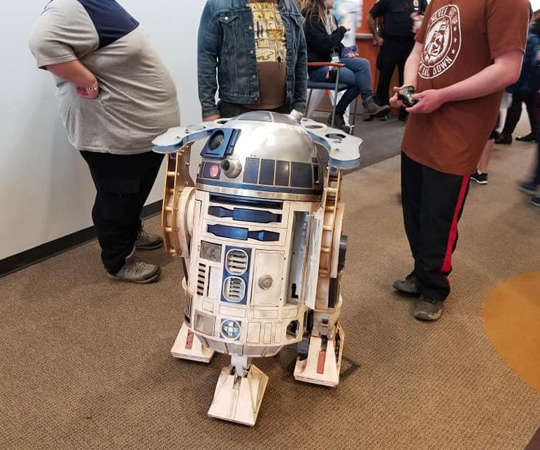 A+remote+control+R2D2+from+Star+Wars+stole+the+show+at+ZipCon.